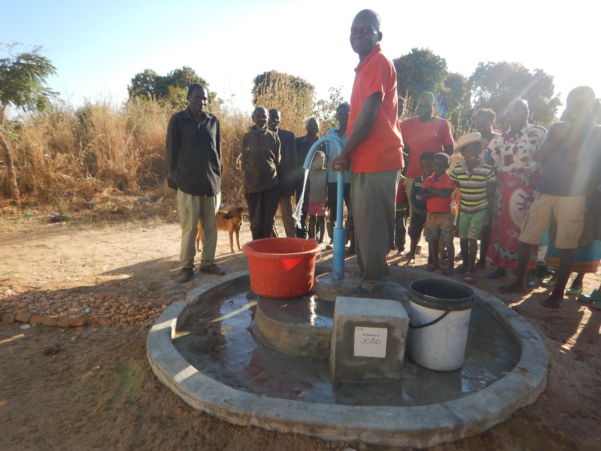 Peter Lupunga - pump 21176