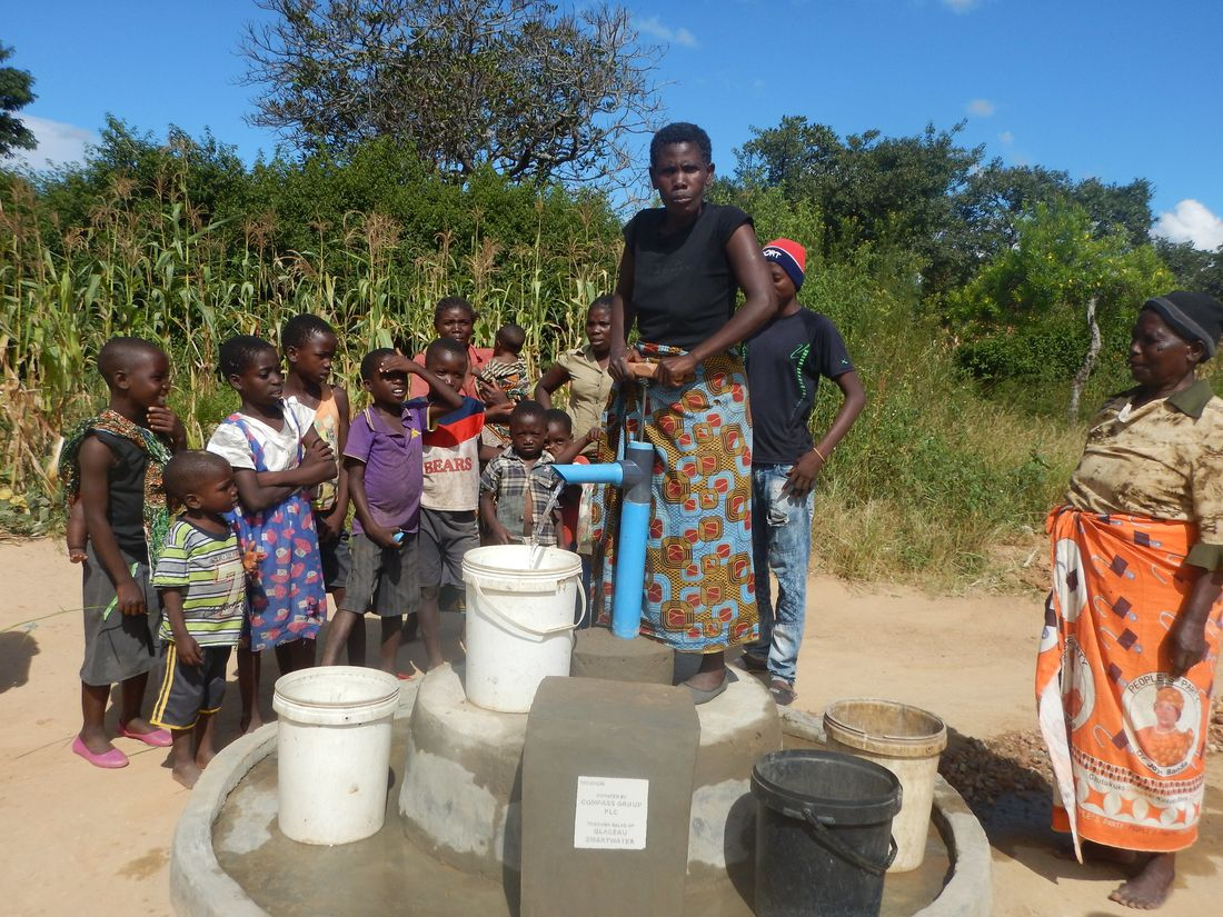 Kaluka Mwandira - pump 19D4D036